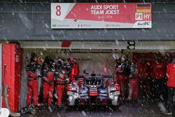 #8 Audi Sport Team Joest Audi R18 e-tron quattro: Lucas di Grassi, Loic Duval, Oliver Jarvis dans la neige