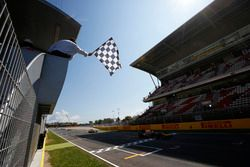 Alex Lynn, DAMS takes the chequered flag