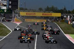 El arranque, Nico Rosberg, Mercedes AMG F1 Team y Lewis Hamilton, Mercedes AMG F1 Team