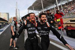 The Sahara Force India F1 Team, Sergio Perez'İn üçüncülüğünü kutluyor