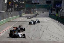 Felipe Massa, Williams FW38 y Max Verstappen, Red Bull Racing RB12, Daniil Kvyat, Toro Rosso STR11 c