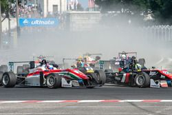 Start: Nick Cassidy, Prema Powerteam, Dallara F312 - Mercedes-Benz; Joel Eriksson, Motopark, Dallara F312 - Volkswagen
