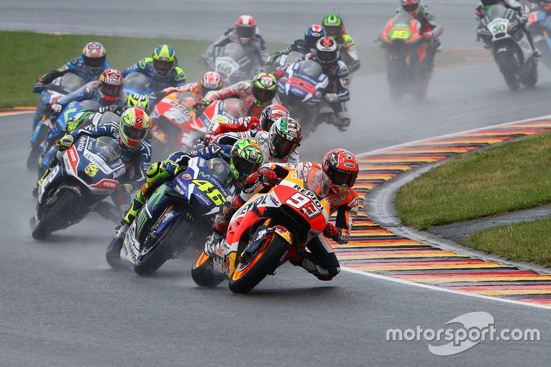 No GP da Alemanha de MotoGP, parecia que Marc Márquez teria trabalho para vencer, especialmente no início da prova, com a pista molhada.