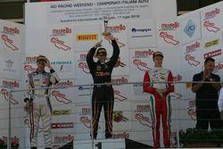 Podio carrera 2: segundo lugar Diego Bertonelli, RB Racing, ganador de la carrera Giuliano Raucci, D