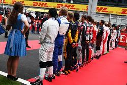 Rio Haryanto, Manor Racing alors que la grille écoute l'hymne national
