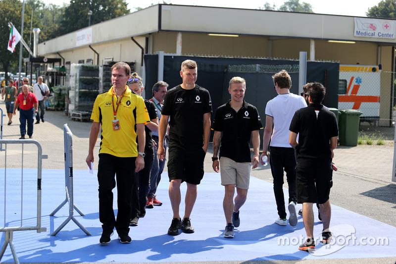 Kevin Magnussen, Renault Sport F1 Team leaves the Medical Centre