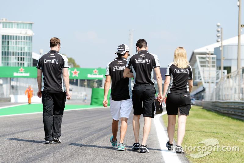 Sergio Perez, Sahara Force India F1 VJM09, pist yürüyüşü