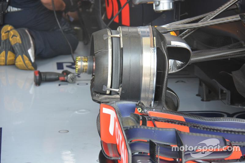 Red Bull RB12: Vorderradbremse, Max Verstappen