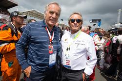 Motorsport.com's technical illustrator Giorgio Piola with Jacky Ickx