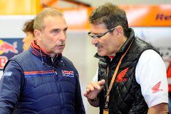 Livio Suppo, Teamchef beim Repsol Honda Team, mit Carlo Fiorani
