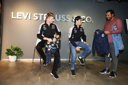 Nico Hülkenberg, Sahara Force India F1, und Sergio Perez, Sahara Force India F1, bei einem Sponsoren