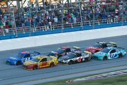 Restart: Joey Logano, Team Penske Ford, Brian Scott, Richard Petty Motorsports Ford lead