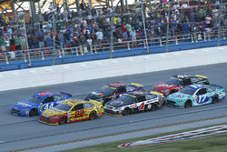 Restart: Joey Logano, Team Penske Ford, Brian Scott, Richard Petty Motorsports Ford lead