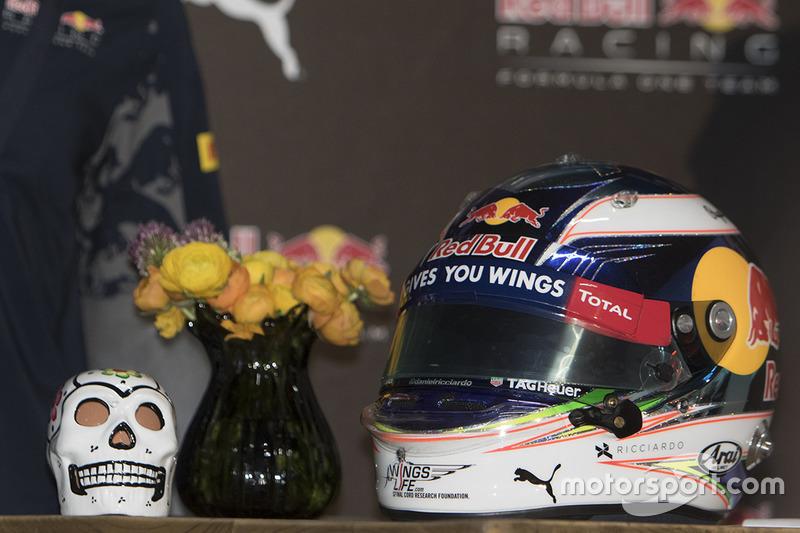 Шолом Ріккардо, Red Bull Racing, з черепом