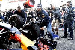 Daniel Ricciardo, Red Bull Racing practices pit stops with the team