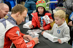 Kris Meeke, PCitroën DS3 WRC, Abu Dhabi Total World Rally Team signs autographs for the fans