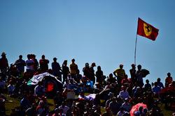 Fans met een Ferrari-vlag