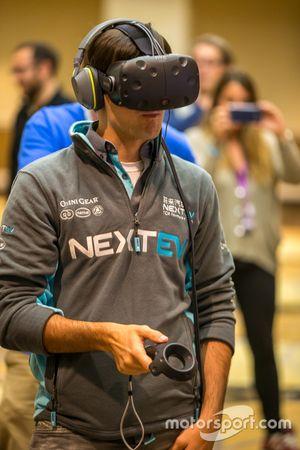 Nelson Piquet Jr., China Racing, testet ein Videospiel