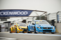 Thed Björk, Polestar Cyan Racing, Volvo S60 Polestar TC1 and Nicky Catsburg, LADA Sport Rosneft, Lad