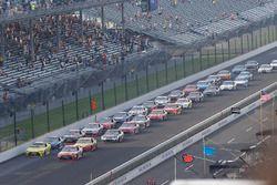 Restart : Kyle Busch, Joe Gibbs Racing Toyota mène