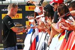 Kevin Magnussen, Renault Sport F1 Team con fans