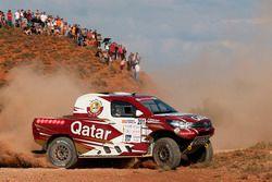 Нассер Аль-Аттия и Мэтью Бомель, Toyota Hilux