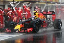 Max Verstappen, Red Bull Racing RB12 dans les stands