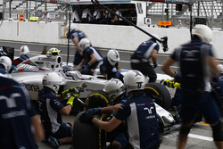 Valtteri Bottas, FW38 Williams hace una parada durante la calificación