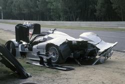 Unfalauto von Jean-Marc Gounon, Marcel Tiemann, Mark Webber, Mercerdes CLR