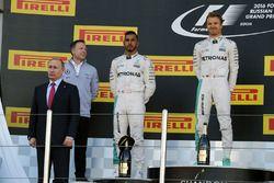 Podium: Vladimir Putin, Russian Federation President, winner Nico Rosberg, Mercedes AMG F1 Team, second place Lewis Hamilton, Mercedes AMG F1 Team