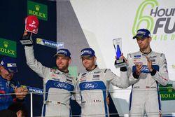 Podio GTE PRO: al secondo posto #66 Ford Chip Ganassi Racing Team UK Ford GT: Olivier Pla, Stefan Mü
