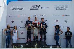 Рихард Версхор, второе место, Ярно Опмеер, победитель, и Расмус Маркканен, третье место