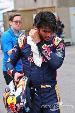 Carlos Sainz Jr. Jr, Scuderia Toro Rosso pega en el muro