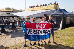 Max Verstappen, Red Bull Racing'in genç taraftarları
