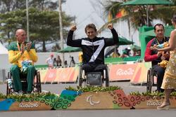 Podio: ganador medalla de oro Alex Zanardi
