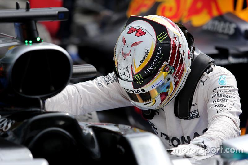 Winner Lewis Hamilton, Mercedes AMG F1 W07 Hybrid in parc ferme