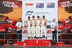 Podium: ganador Jordan Love, segundo, Danial Frost, tercero, Faine Kahia