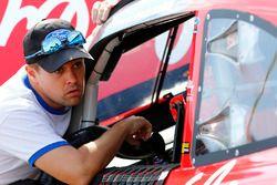 Ricky Stenhouse Jr., Roush Fenway Racing Ford talking to Ryan Reed, Roush Fenway Racing Ford