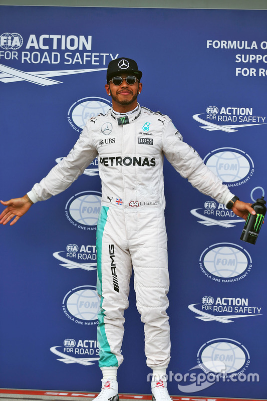 Polesitter Lewis Hamilton, Mercedes AMG F1 Team, viert zijn pole position in parc ferme