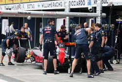 Daniil Kvyat, Red Bull Racing RB12 aux stands