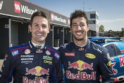 Daniel Ricciardo, Red Bull Racing conduce un V8 Supercar con Jamie Whincup, Triple Eight Race Engine
