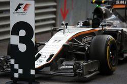La Sahara Force India F1 VJM09 du troisième, Sergio Pérez, dans le parc fermé