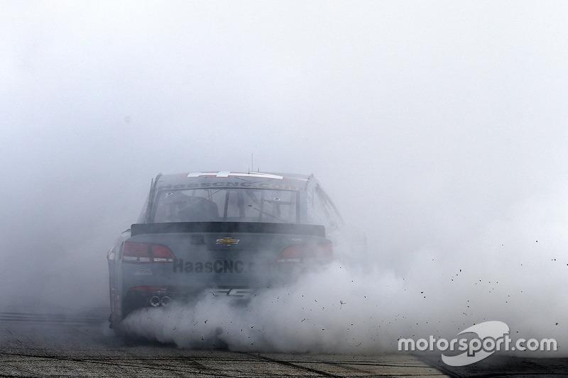 Tony Stewart, Stewart-Haas Racing Chevrolet celebrates his last race at Bristol