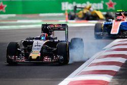 Daniil Kvyat, Scuderia Toro Rosso STR11 bloque une roue au freinage