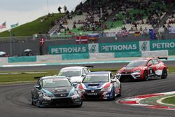 Attila Tassi, Seat Leon, B3 Racing Team Hungary and Tin Sritrai, Honda Civic TCR, Team Thailand