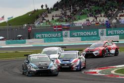 Attila Tassi, Seat Leon, B3 Racing Team Hungary and Tin Sritrai, Honda Civic TCR, Team Thailand