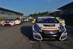 Finlay Crocker, VFR Racing, Honda Civic-TCR in griglia