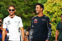 Jenson Button, McLaren avec Daniel Ricciardo, Red Bull Racing