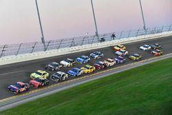 Denny Hamlin, Joe Gibbs Racing Toyota, Kurt Busch, Stewart-Haas Racing Ford Fusion, Ryan Blaney, Tea