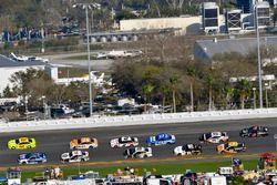 Ryan Blaney, Team Penske Ford Fusion en Alex Bowman, Hendrick Motorsports Chevrolet Camaro
